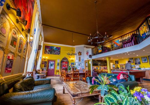 The lounge or bar area at Castle Rock Hostel