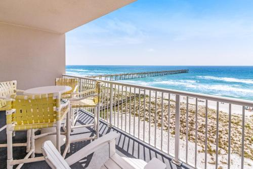 A balcony or terrace at Summerwind West