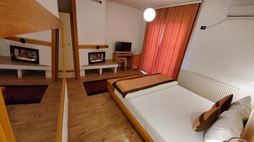 A room at Hotel Prizreni