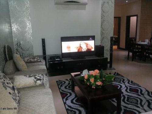 Uma TV ou centro de entretenimento em Khayal Hotel Apartments