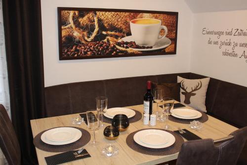 Ein Restaurant oder anderes Speiselokal in der Unterkunft Ferienhaus am Ruhberg