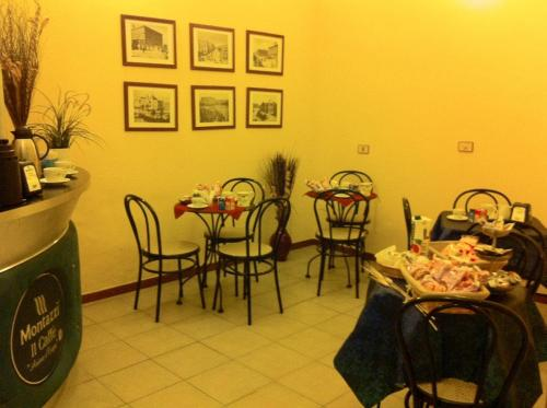 A restaurant or other place to eat at Hotel Pensione Romeo