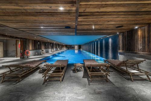 The lounge or bar area at Le Refuge de Solaise - 2551 m Altitude