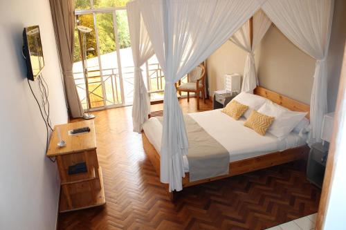 A room at Riviera Garden