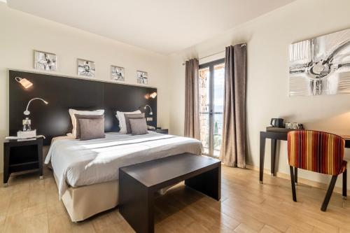 Hotel Chez Charles Lumio, France