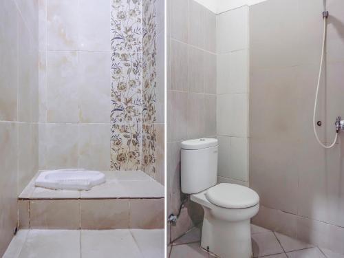 A bathroom at Vaccinated Staff - SPOT ON 3072 Wisma Madinah Syariah