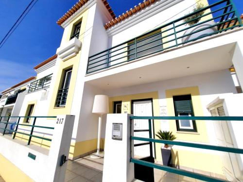 A balcony or terrace at Milfontes Bed & Breakfast - Duna Parque Group