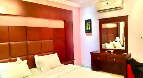 Um quarto em Muhammadiyah Palace Hotel Suites