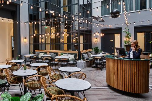 A restaurant or other place to eat at Staybridge Suites The Hague - Parliament, an IHG Hotel