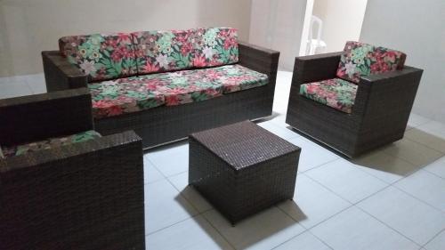 The lounge or bar area at Casa Temporada em Maria Farinha