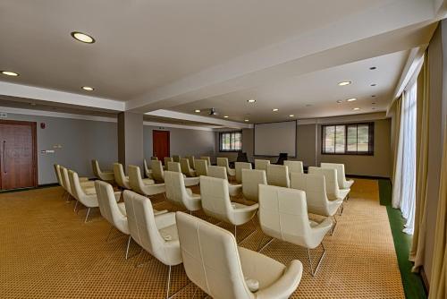 Zona business o sala conferenze di Apostolata Island Resort and Spa