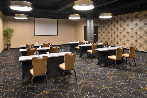 The business area and/or conference room at Holiday Inn Charlotte Center City, an IHG Hotel