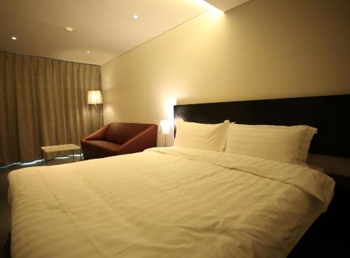 A bed or beds in a room at I.T.W Hotel