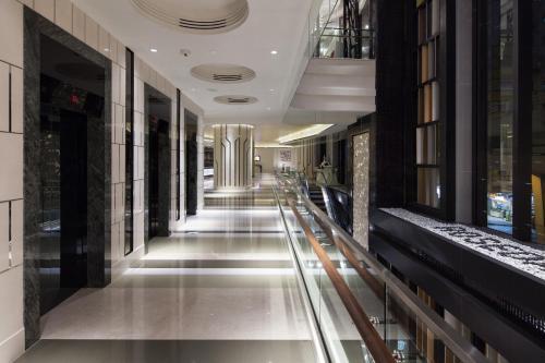 El vestíbulo o zona de recepción de Rosedale Hotel Kowloon