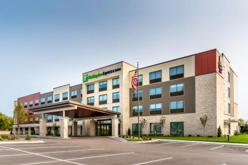 Holiday Inn Express & Suites - Milwaukee West Allis, an IHG Hotel