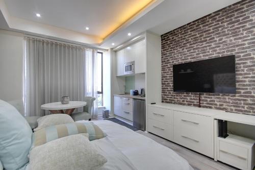 Sandton Skye suite 910