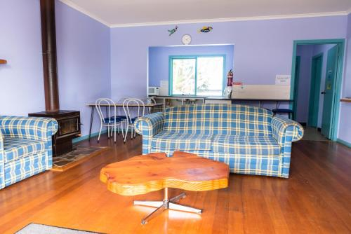 The lounge or bar area at Anglesea Backpackers