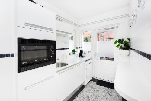 Een keuken of kitchenette bij Lightotel Eindhoven