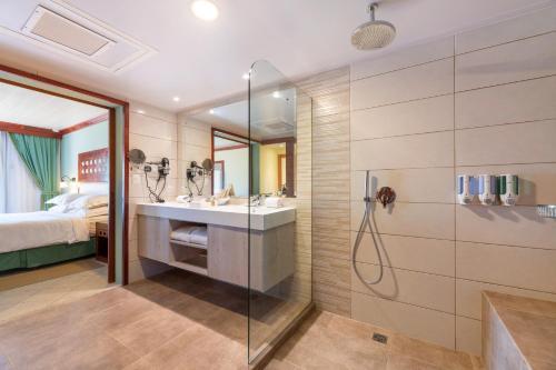 A bathroom at Occidental Tamarindo ALL INCLUSIVE