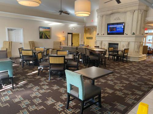 A restaurant or other place to eat at Homewood Suites by Hilton Decatur-Forsyth