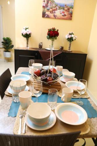 Um restaurante ou outro lugar para comer em Elite Suites Residential Unites-الصفوة المميزة للوحدات السكنية