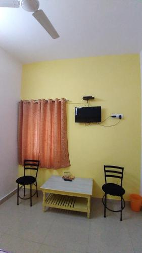 A television and/or entertainment center at Bimala Hotel