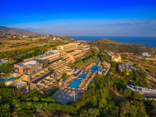 Et luftfoto af Blue Bay Resort Hotel