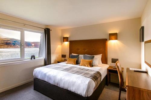 A bed or beds in a room at Harbour House