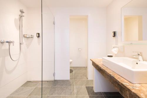 A bathroom at Alpinresort Stubaierhof ****s