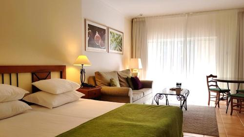 A bed or beds in a room at Pestana Palm Gardens