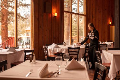 A restaurant or other place to eat at Mount Princeton Hot Springs Resort