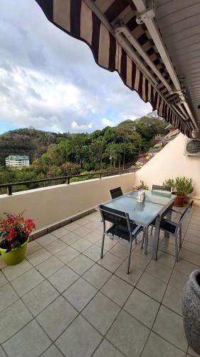 Uma varanda ou terraço em APPARTEMENT COSY VUE MER