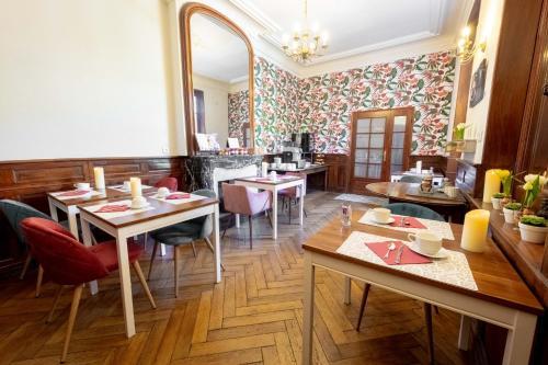 Restaurant ou autre lieu de restauration dans l'établissement Hotel Sainte Anne - Apt