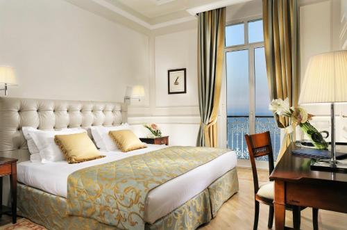 A bed or beds in a room at Royal Hotel Sanremo