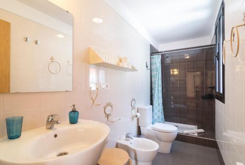A bathroom at El Granado Hostel
