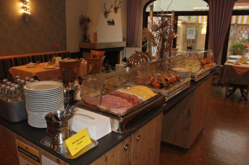 Ein Restaurant oder anderes Speiselokal in der Unterkunft Hotel garni Fuchs