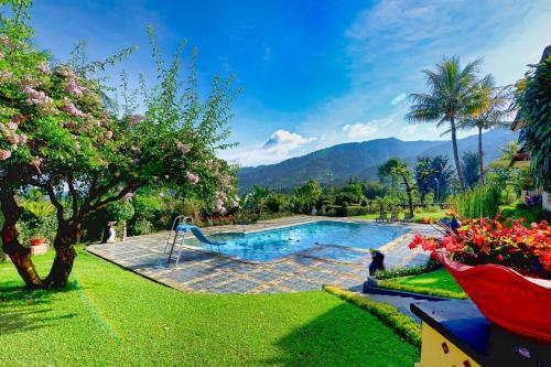 The swimming pool at or close to The Jayakarta Cisarua