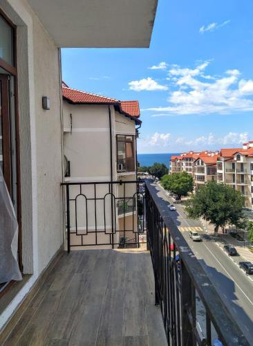 A balcony or terrace at Стильная квартира у самого моря