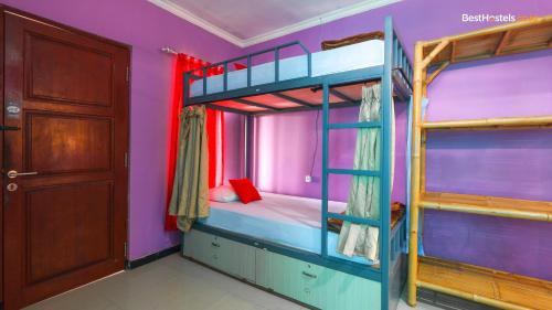 A bunk bed or bunk beds in a room at Lagas Hostel