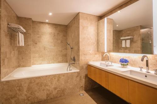 A bathroom at Ascott Raffles City Beijing