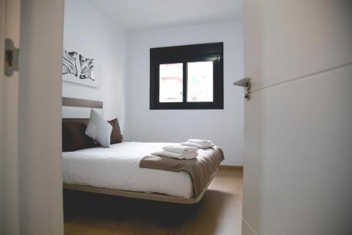A bed or beds in a room at Be Free Granada