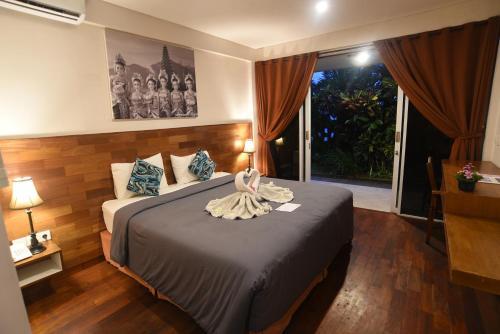 Ein Bett oder Betten in einem Zimmer der Unterkunft PNB Beach Resort