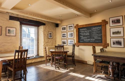 A restaurant or other place to eat at Rose and Crown Yealmpton
