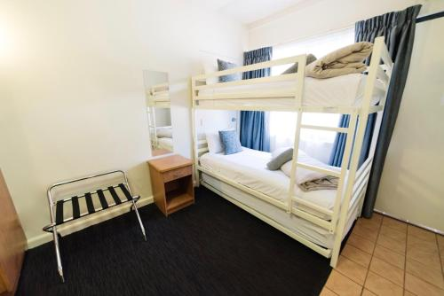 Двухъярусная кровать или двухъярусные кровати в номере Barclay On View