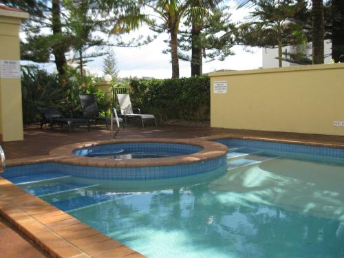 The swimming pool at or near San Delles Apartments
