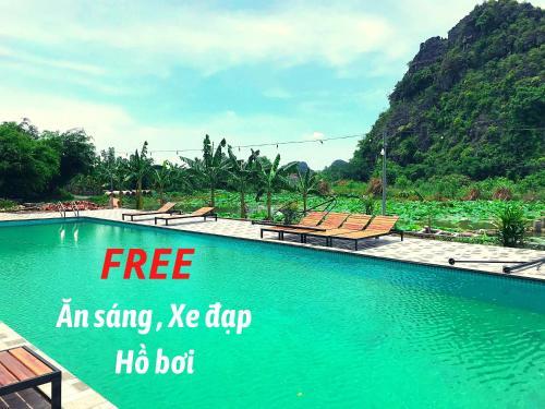 The swimming pool at or near Hàm Rồng Homestay Ninh Bình