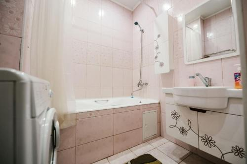 Ванная комната в Dekabrist apartment on Anokhina 120A