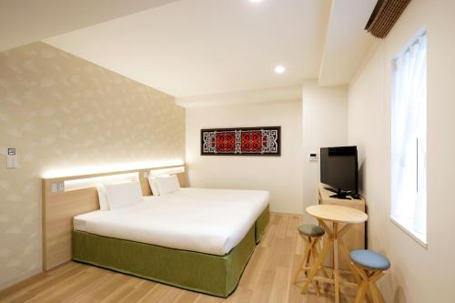 A bed or beds in a room at karaksa hotel Sapporo