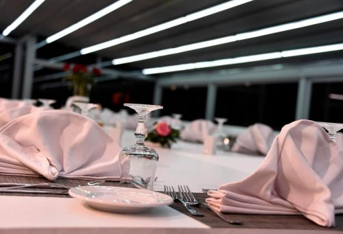A restaurant or other place to eat at BUSINESS HOTEL SFAX