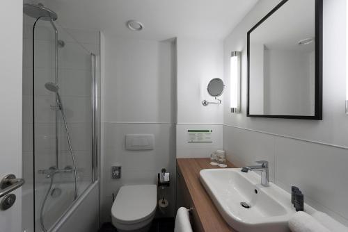 Ванная комната в Holiday Inn Berlin City-West, an IHG Hotel